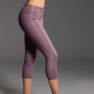 Onzie Flow Capri Leggings Purple Haze Fishnet Sz M